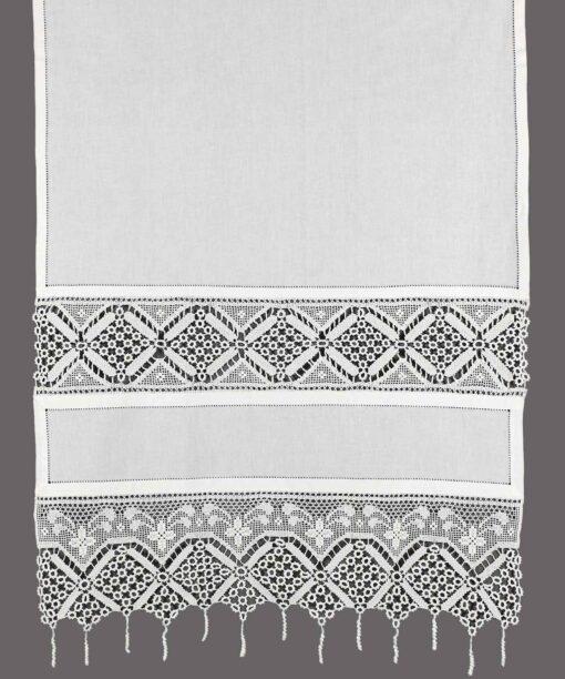 Traditioneller Vorhang mit Spitze