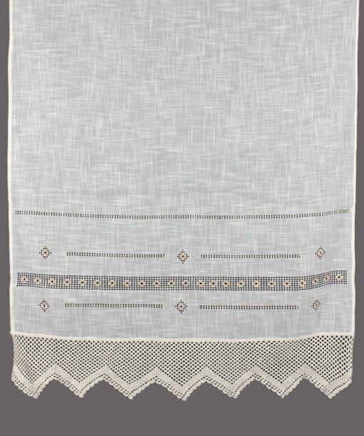 紺碧とレースの伝統的な手作りのカーテン