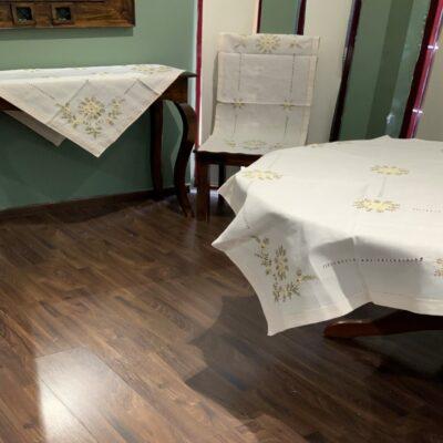 Dekorationssats för vårlinne med maskinbroderi och handgjord azur
