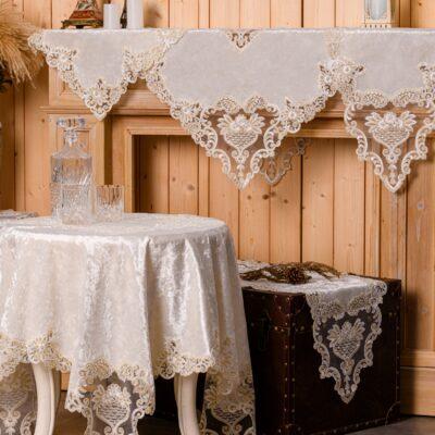Rám z bílého sametu a rám stolu s krajkou