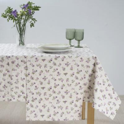 مفرش المائدة وعناصر الزخرفة بنمط مطبوع