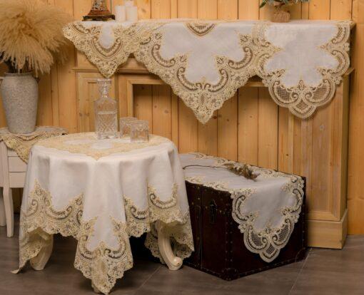 リネンのテーブルクロスとシルクレースとマクラメの装飾品