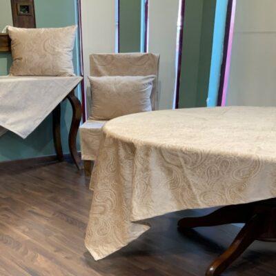 Tischdecke und Traverse Beige Velvet mit Jacquard Design