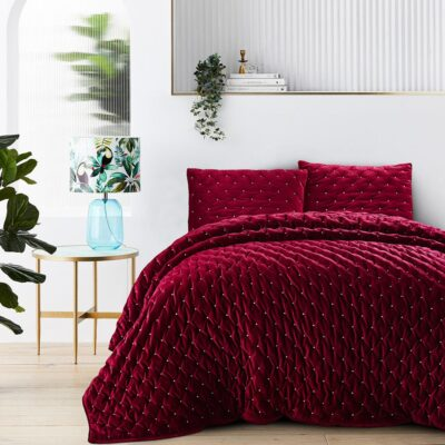 Velvet Quilt Quilt in Bordeaux Color