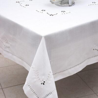 Παραδοσιακό Λευκό Τραπεζομάντηλο με Κοφτό Κέντημα